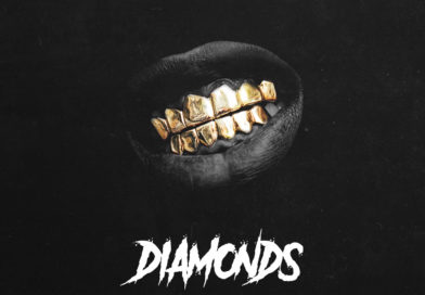 BAS5D MIGHT BE THE ONLY ARTIST IN DUBSTEP IN THE SCENE FLOSSING GOLD TEETH